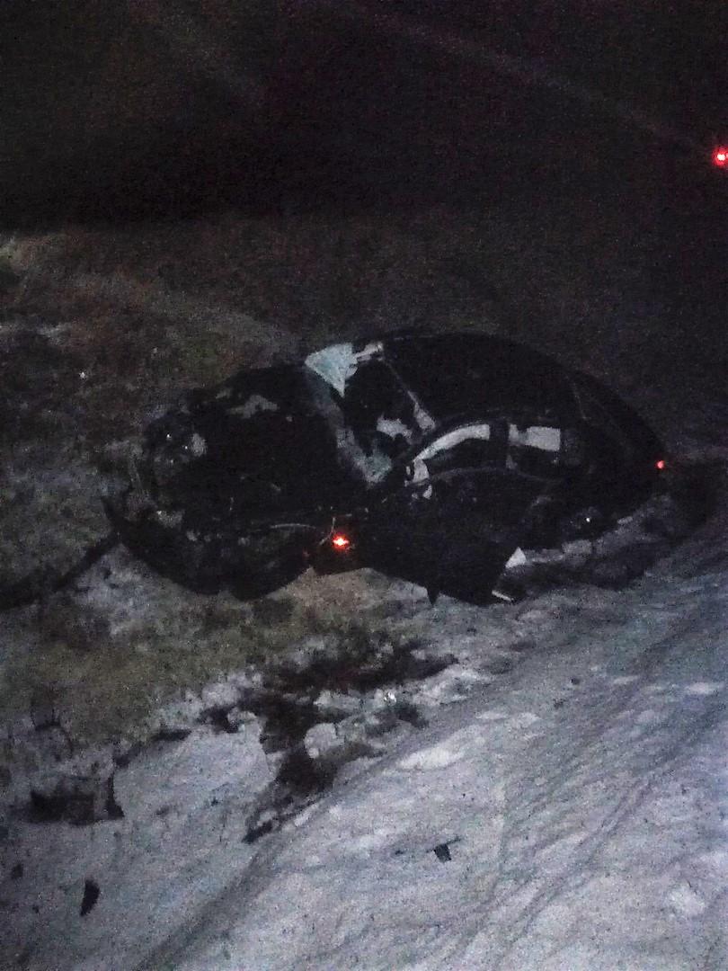 BMW вылетел в кювет: двое пострадали