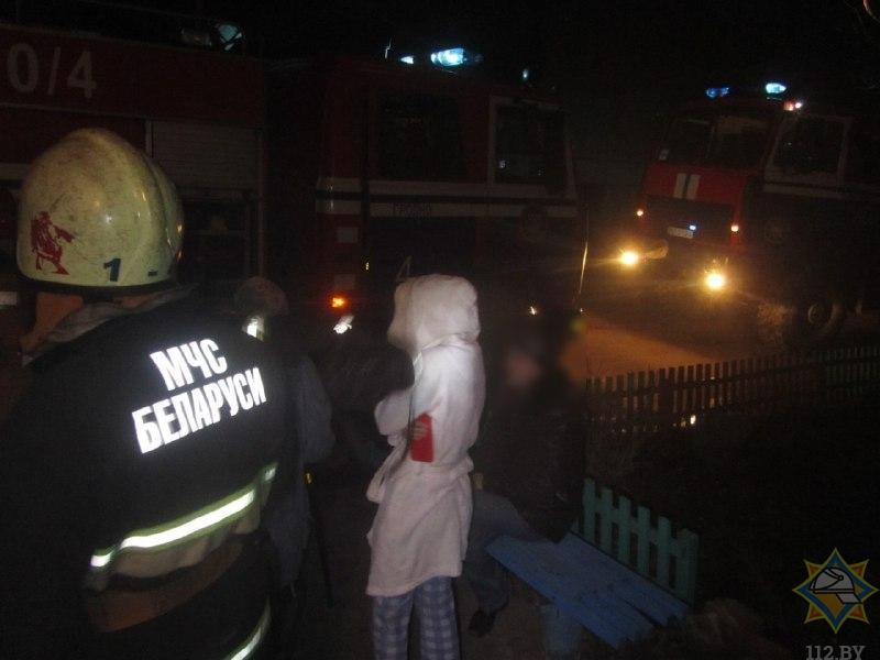 В Гродно загорелся подъезд: 11 эвакуировано, трое пострадали