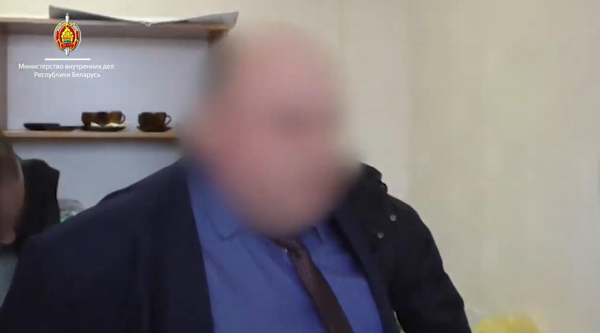 """Гендиректор завода """"Оптрон"""" задержан за взятку в 23,1 тысячи долларов"""