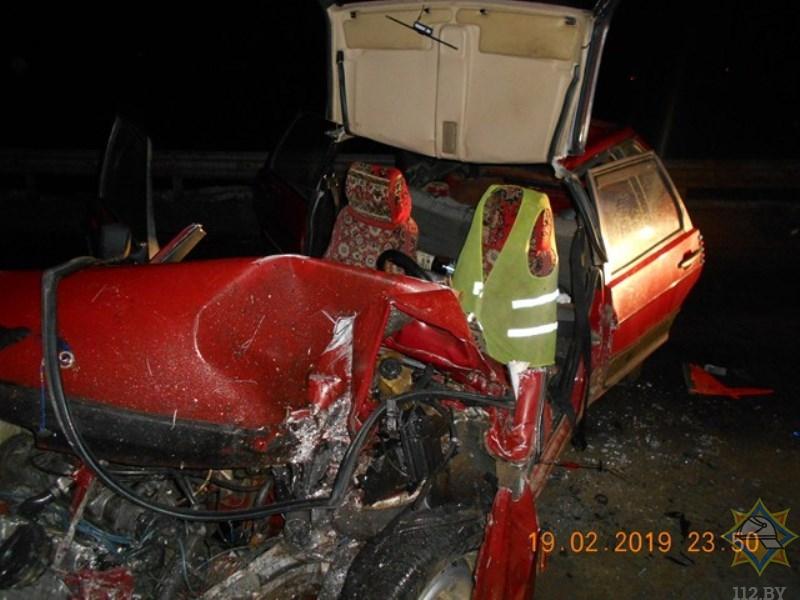 Легковушка врезалась в дорожное ограждение в Оршанском районе