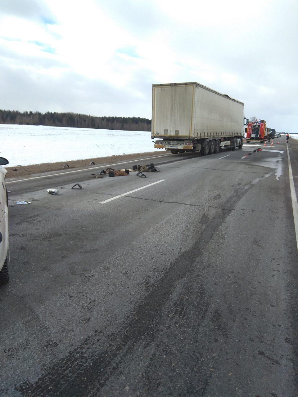 Девушка на Opel столкнулась с грузовиком в Чаусском районе