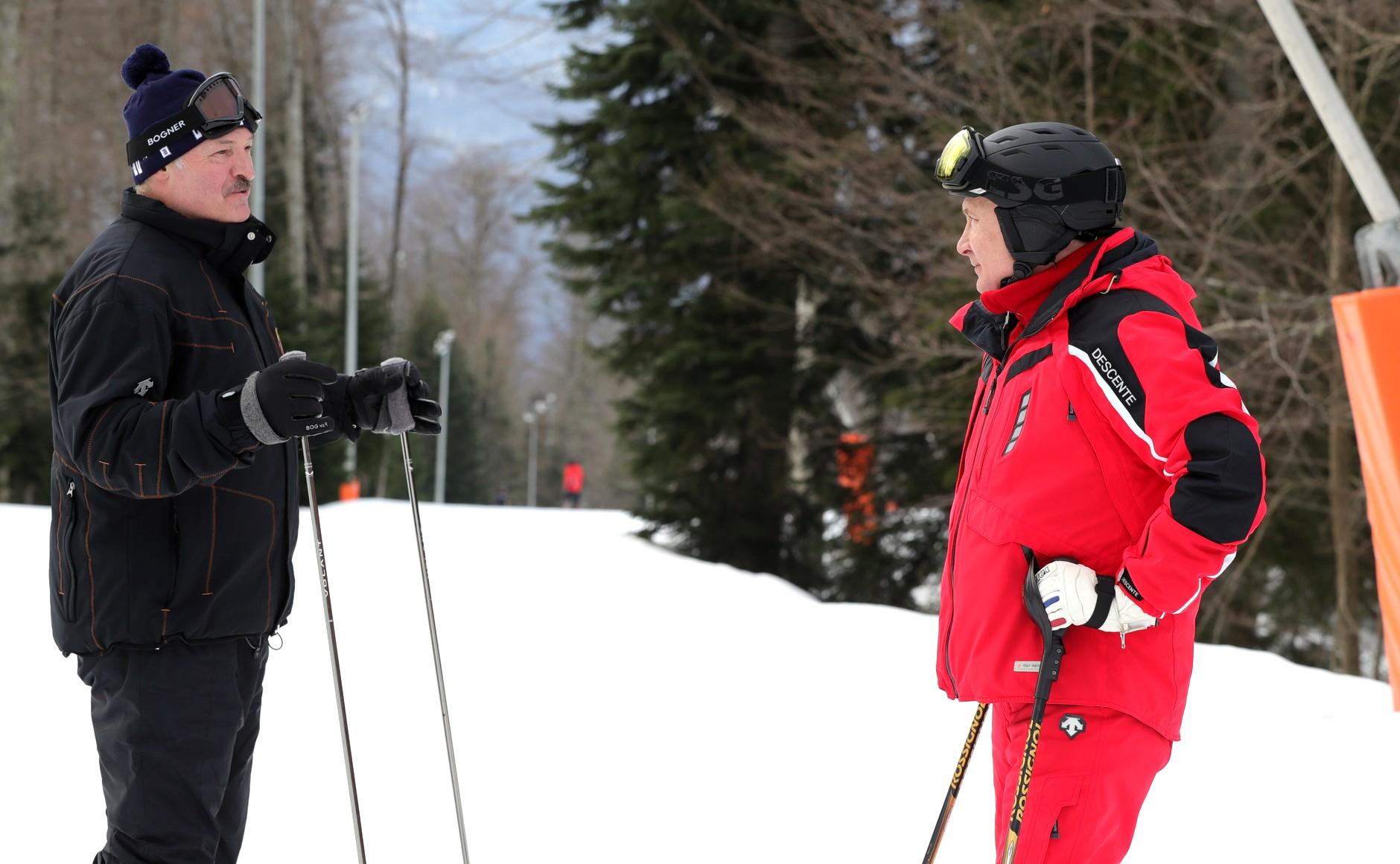 Фотофакт: Путин, Коля и Александр Лукашенко катаются на лыжах