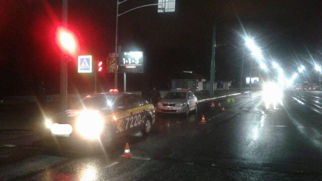 В Могилеве автомобиль такси сбил девушку на переходе