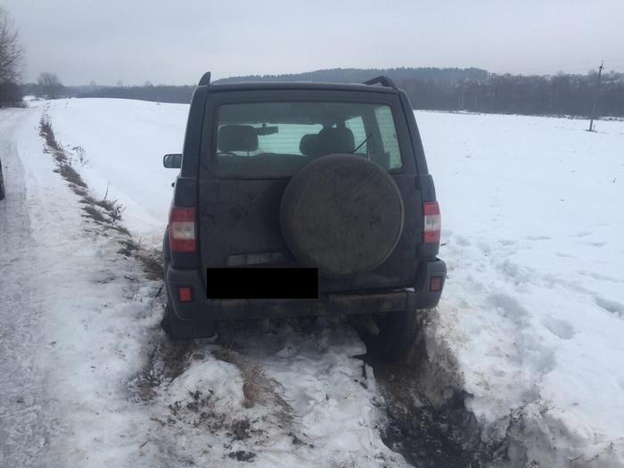 Минчанин угнал «УАЗ» знакомого и застрял на нем в грязи