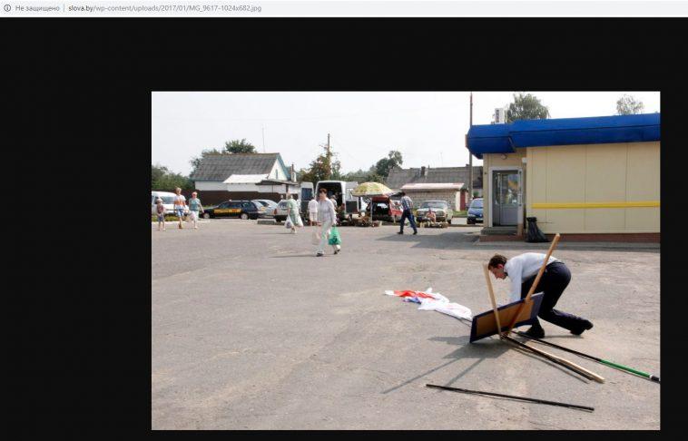 Через несколько месяцев еще одно фото из этой статьи, с падающим стендом, нашлось в другой публикации на сайте уже с оригинальным именем файла (видно в адресной строке)