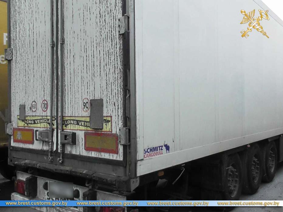 Контрабандисты пытались вывезти сигареты в Украину под мешками с картошкой