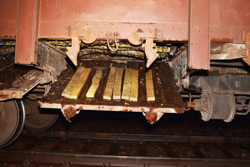 Поляки нашли контрабандные беларусские сигарет в грузовом поезде