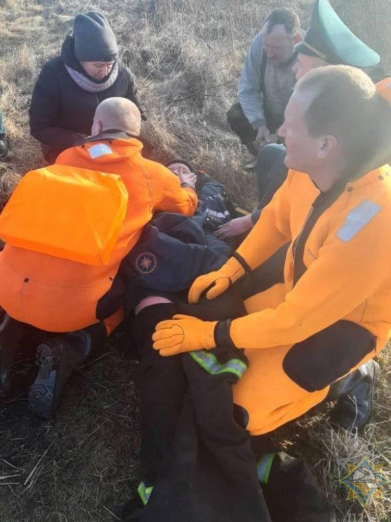 В Ушачском районе рыбак провалился под лед, но успел позвонить маме