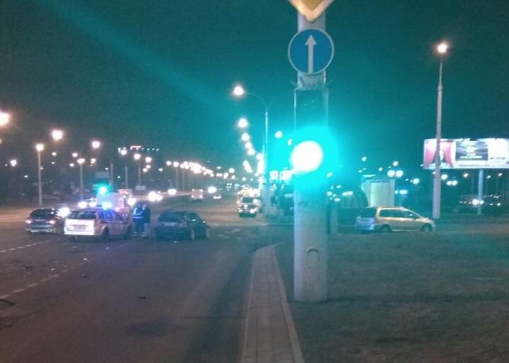 Пьяный на BMW протаранил KIA в Минске: трое в больнице
