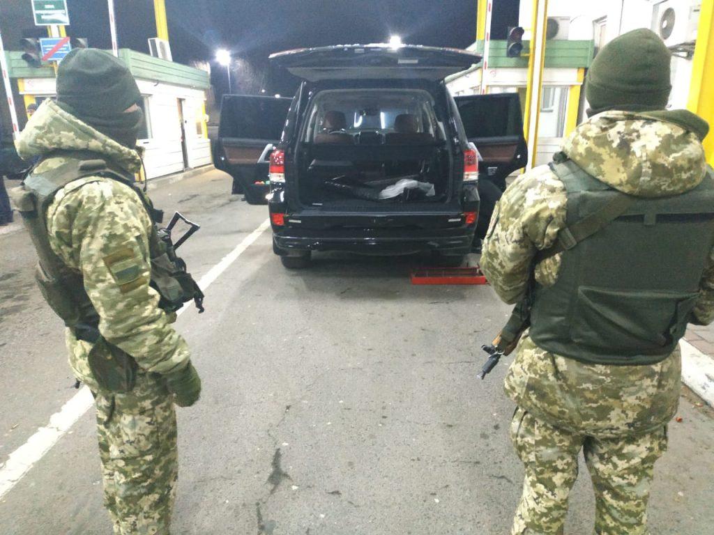 Почетный консул Латвии попался на контрабанде беларусских сигарет в Украине