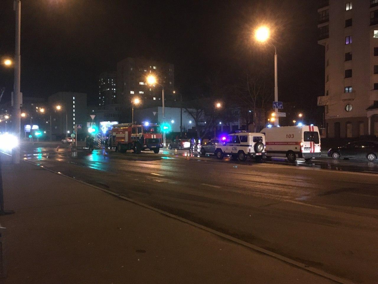 Эвакуатор сгорел на улице Беды в Минске
