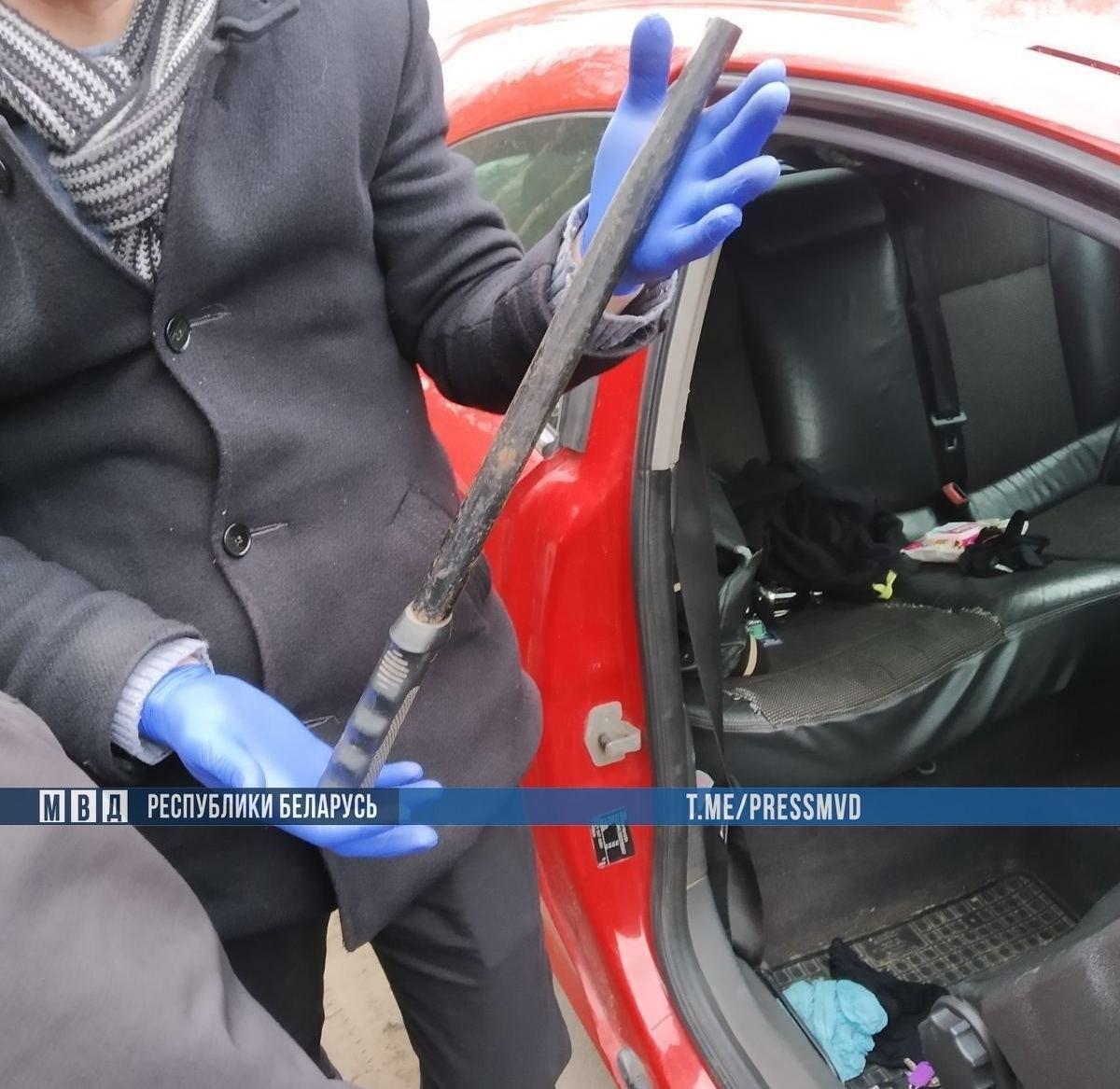 В Столбцах из открытой машины бизнесмена украли $50 тысяч