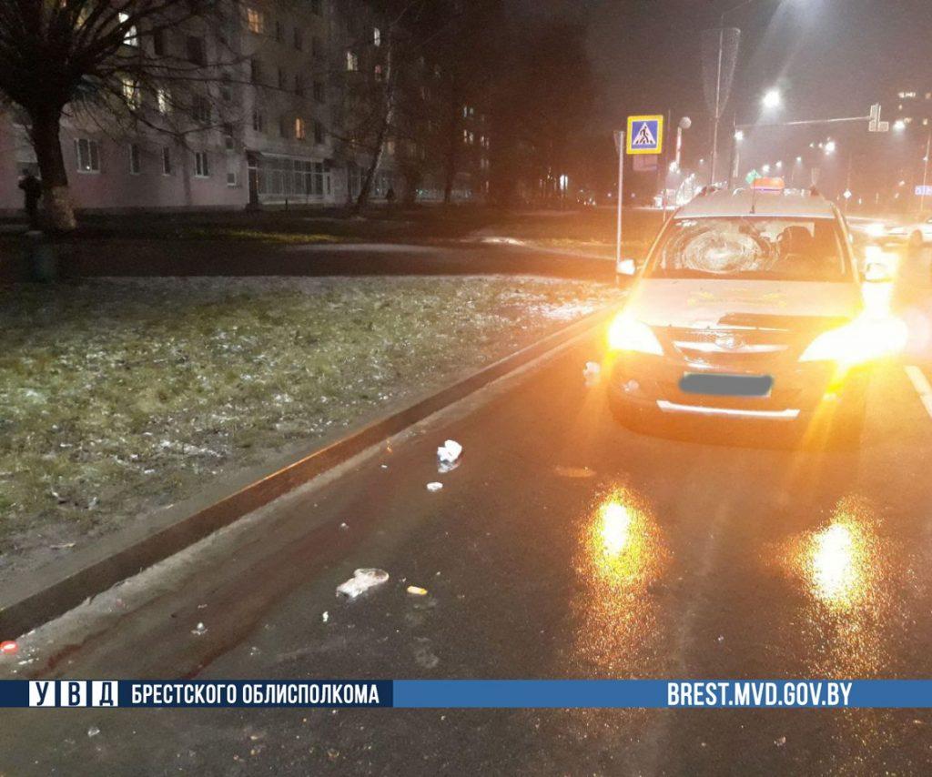 В Пинске такси проехало на красный и насмерть сбило женщину на переходе