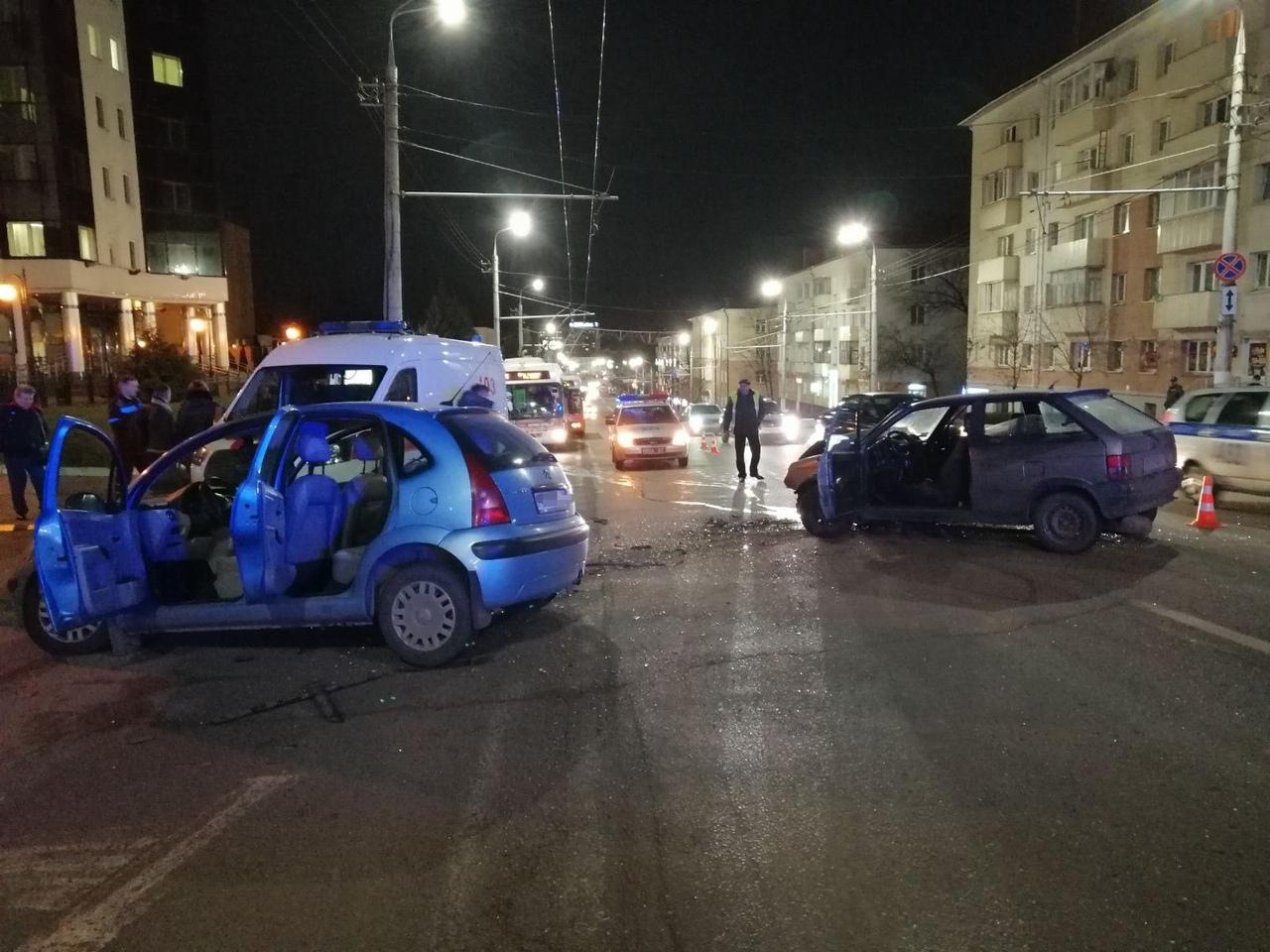 Две легковушки столкнулись в Витебске