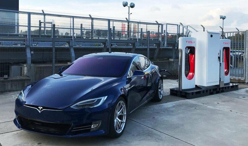 Tesla стала прибыльной четвертый квартал подряд