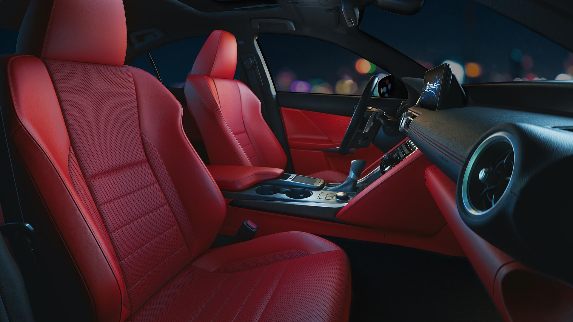 Lexus представила новый спортивный седан IS