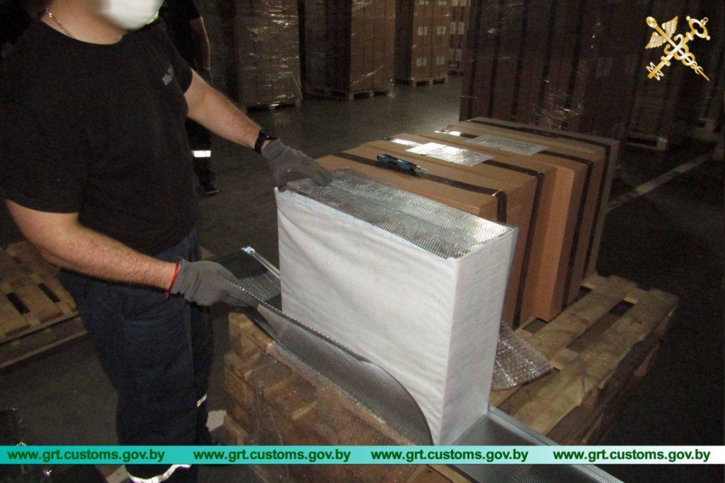 Таможня пресекла контрабанду 900 тысяч пачек сигарет в Евросоюз