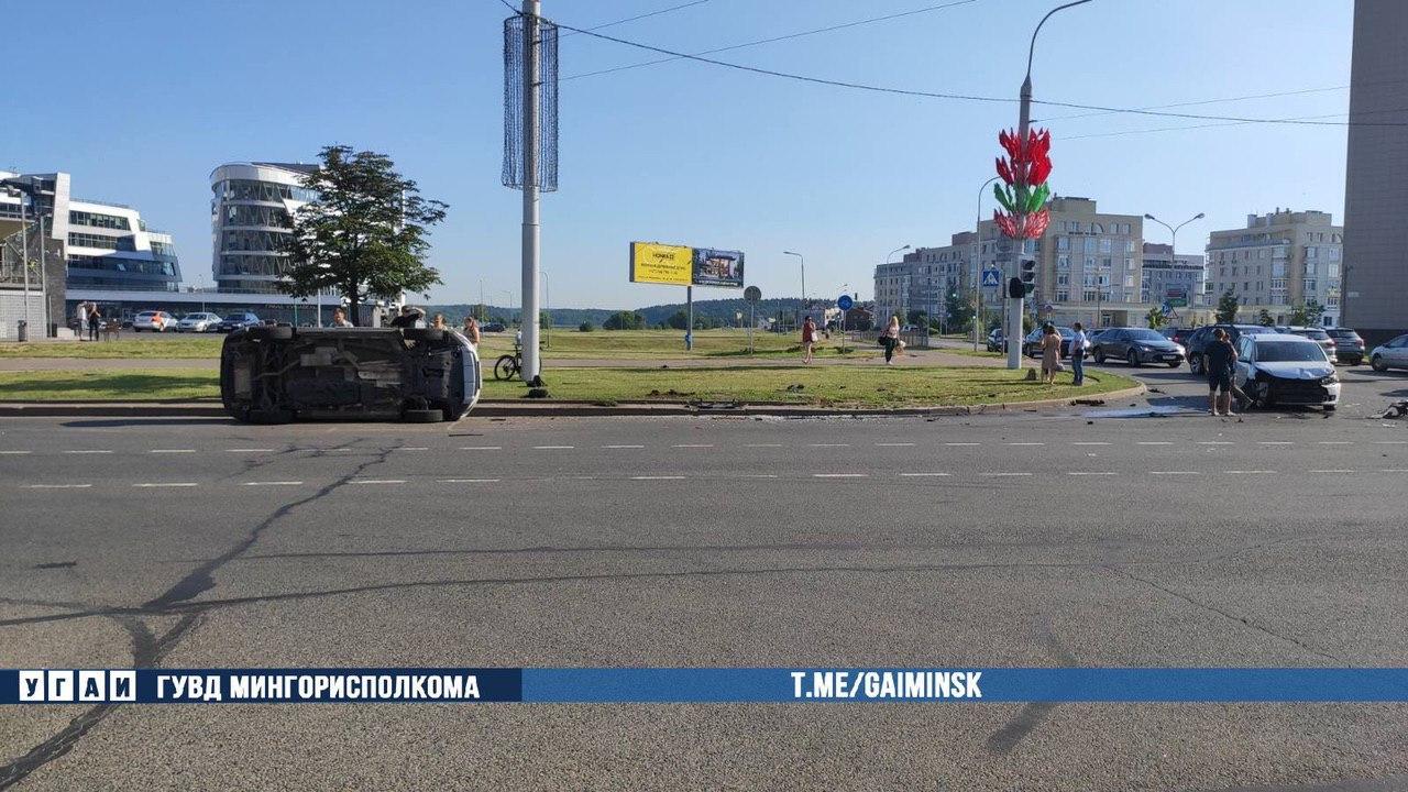 Три автомобиля столкнулись на проспекте Победителей в Минске