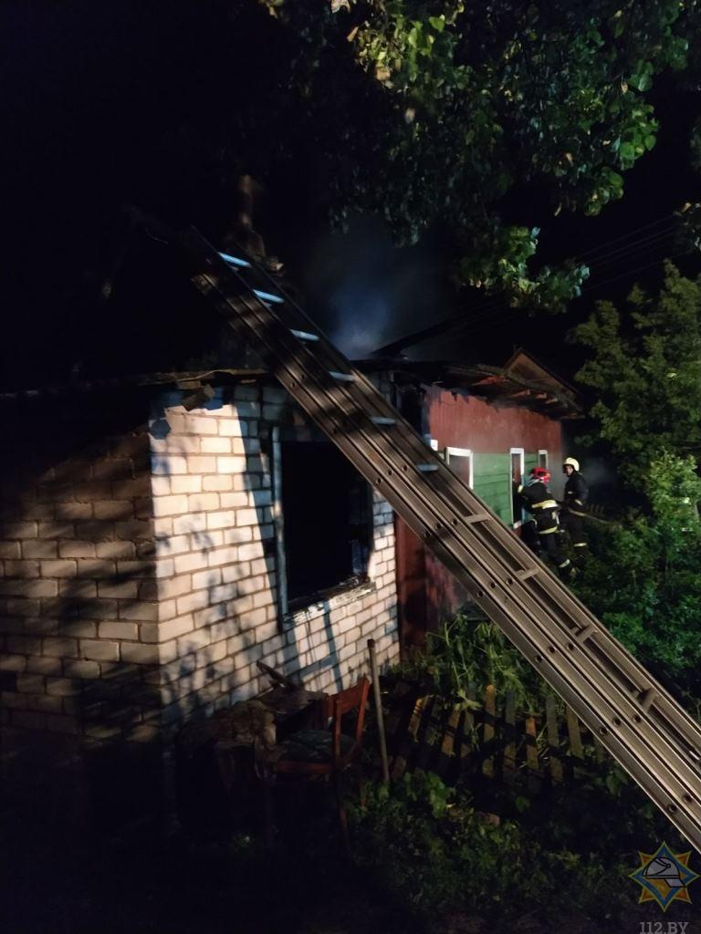 Женщина погибла на пожаре в Поставском районе