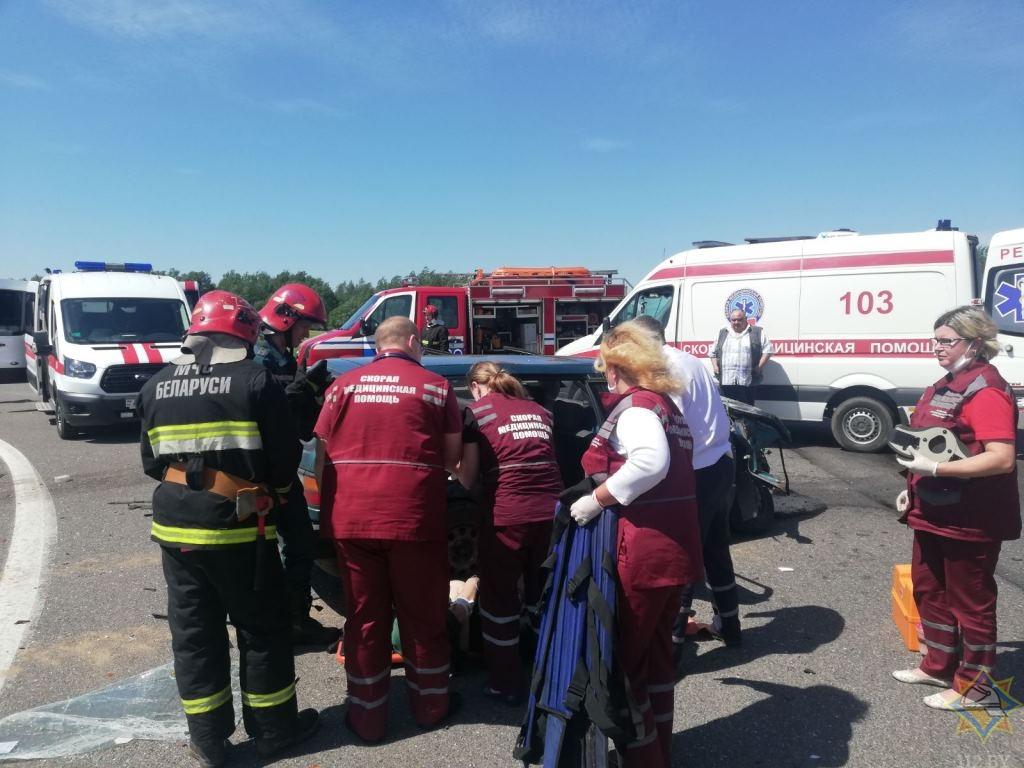 Спасатели деблокировали четырех пострадавших после ДТП в Витебском районе