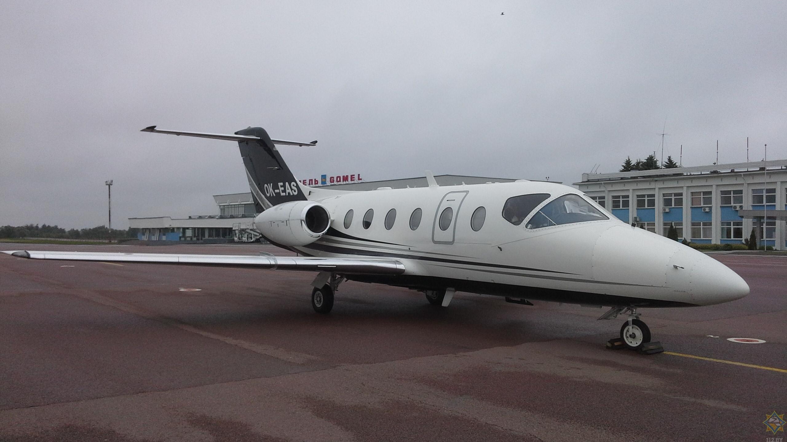 Чешский самолет совершил аварийную посадку в Гомеле из-за птицы