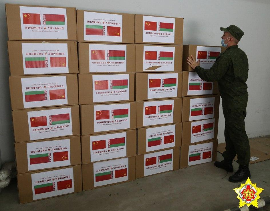 Минобороны КНР передало беларусским военным медикам гуманитарную помощь