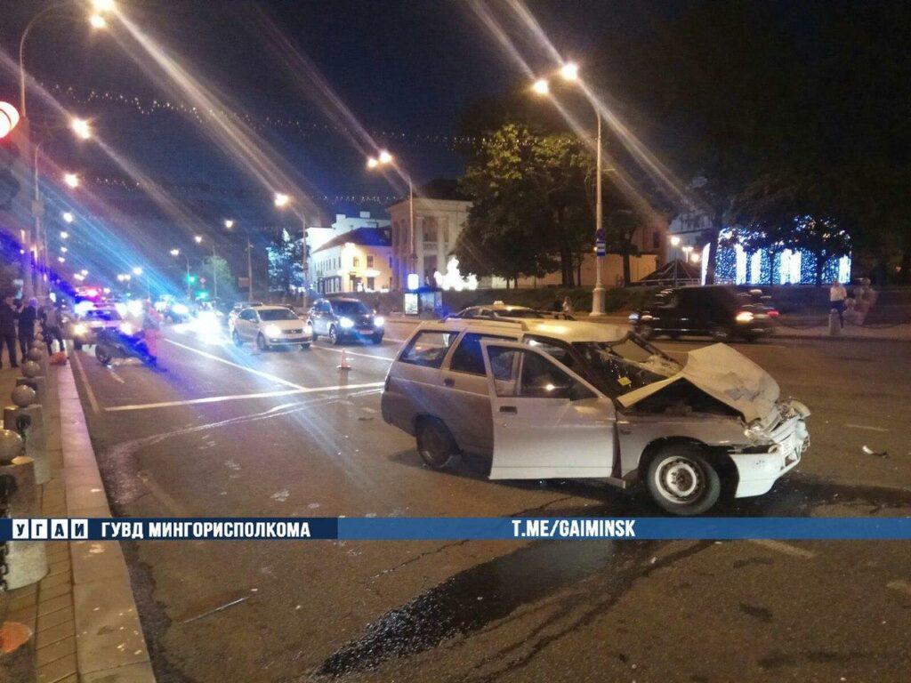 В Минске пьяный бесправник на «Лада» сбил мотоцикл