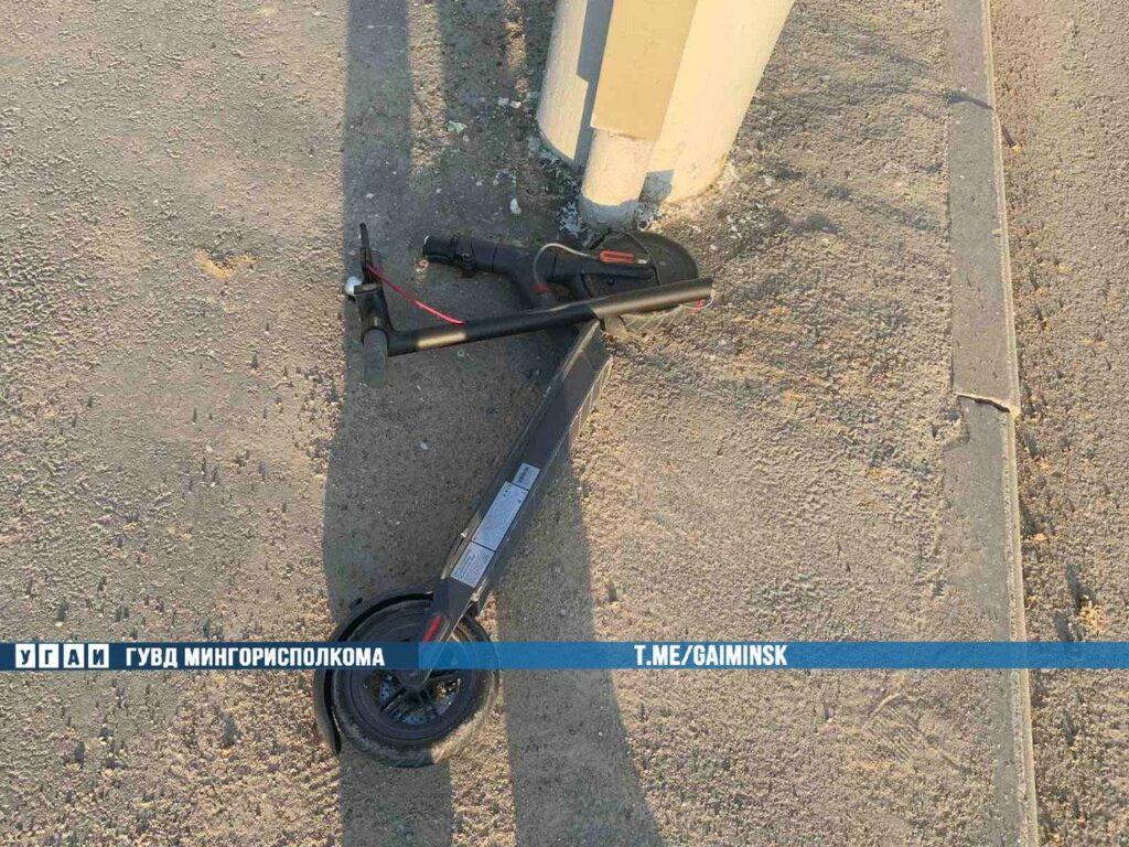 В Минске ребенок ехал на самокате на красный свет и попал под машину