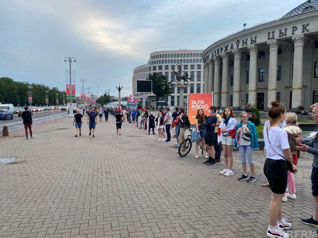 Пикет солидарности в Минске растянулся до площади Независимости