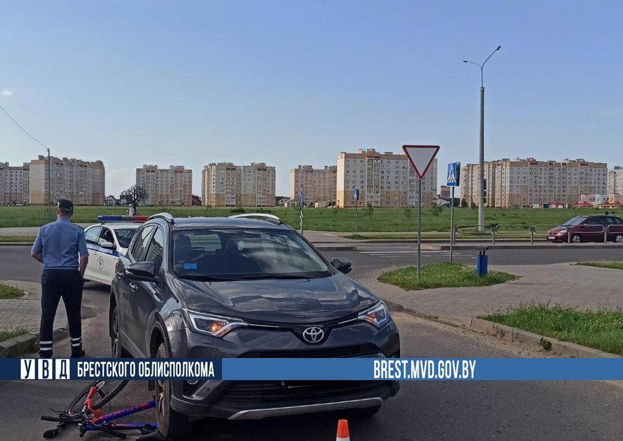 В Барановичах Toyota сбила школьника на велосипеде
