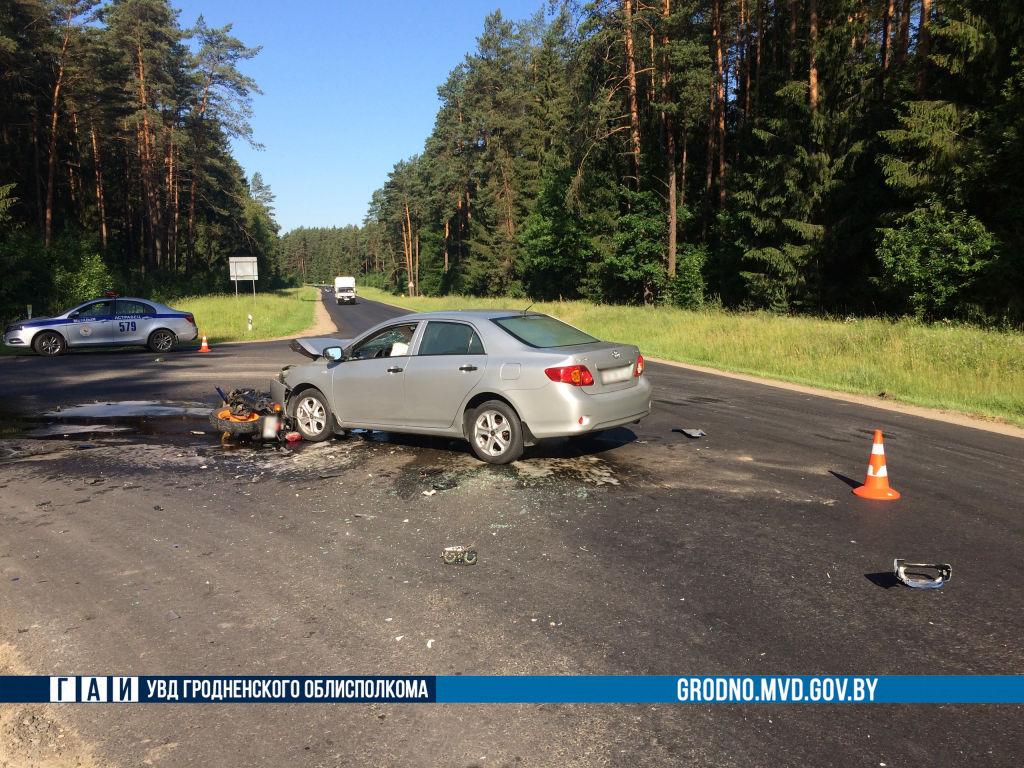 Автомобилист не уступил дорогу байкеру в Островецком районе: мотоциклист погиб
