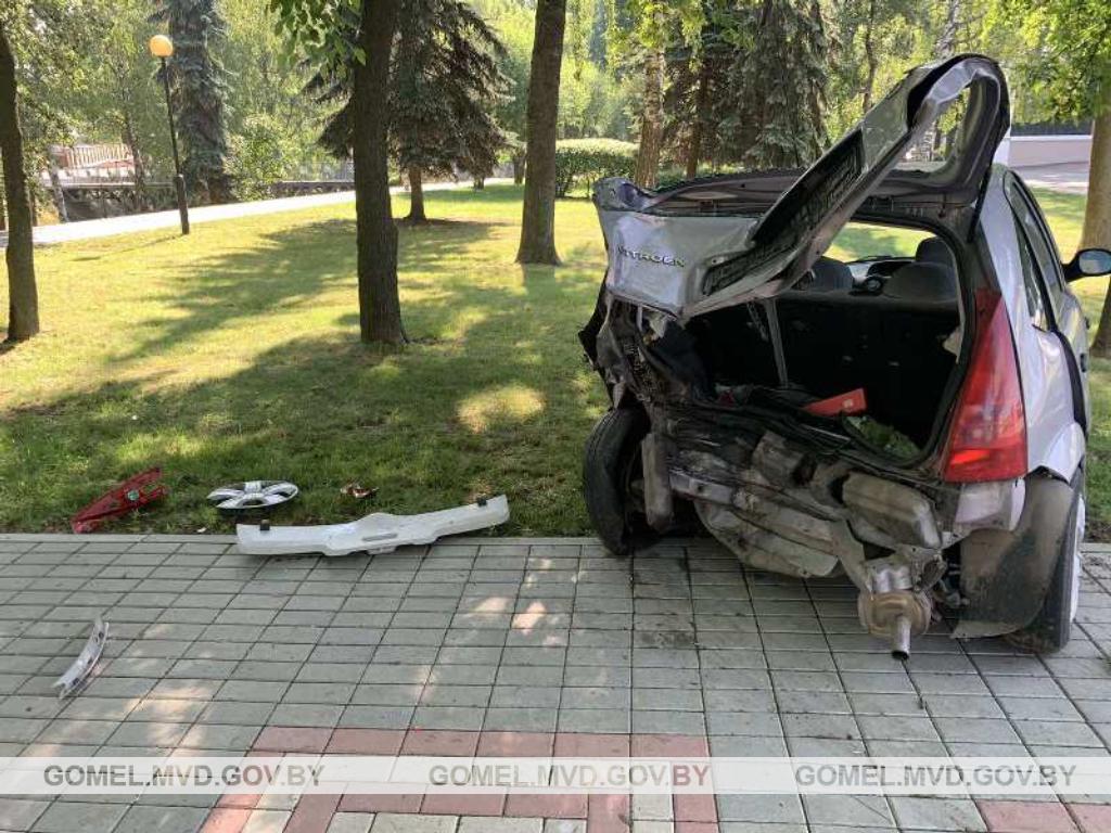 Таксист уснул за рулем и протаранил три машины в Гомеле