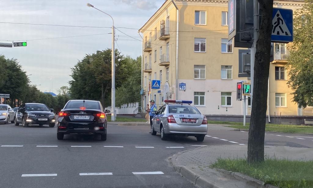 В Минске ОМОН задерживает людей на акциях протеста