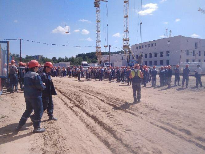 На предприятиях Беларуси начались забастовки и выступления рабочих