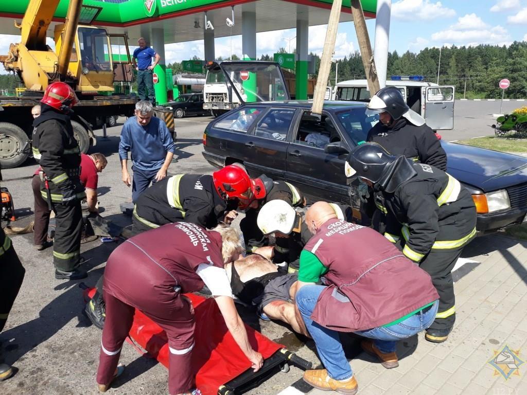 Автомобиль упал на мужчину в Лепеле
