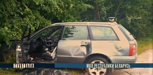 Два водителя погибли за выходные после столкновений с деревьями