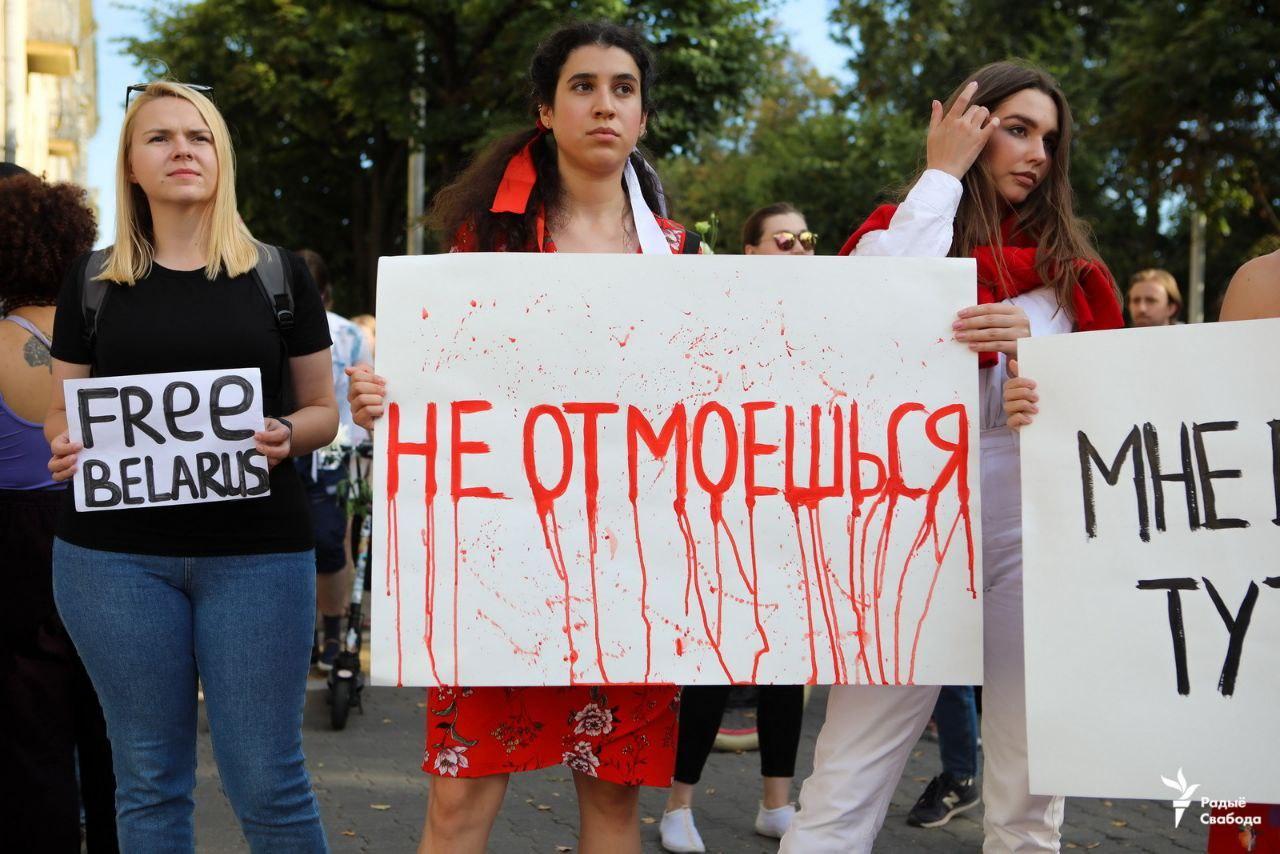 Возле здания ОНТ прошла акция протеста