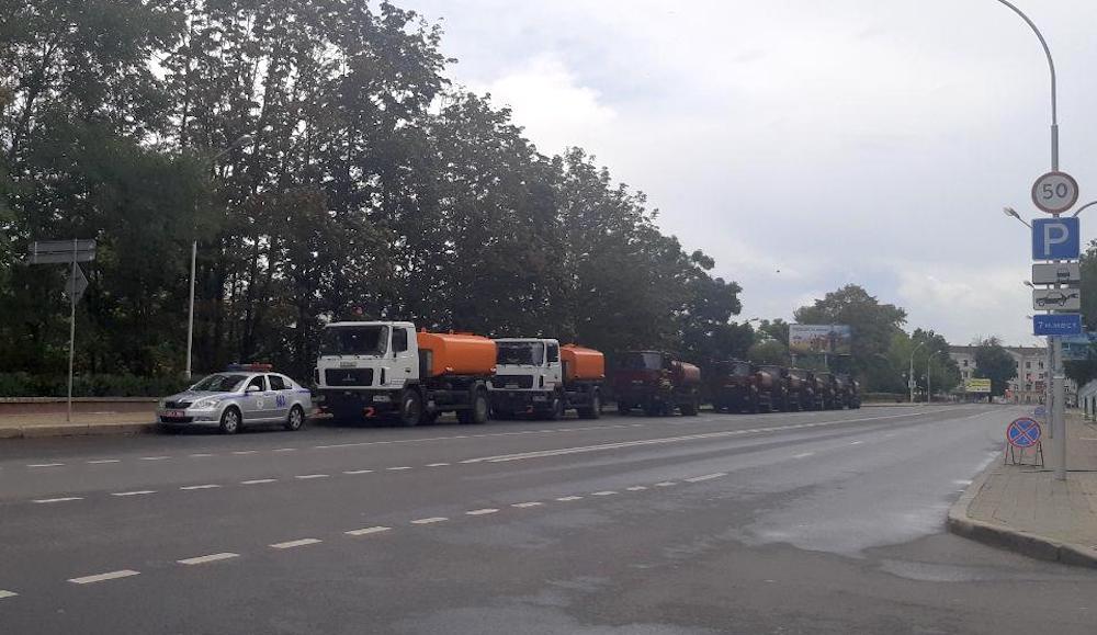 К резиденции Лукашенко на Маркса стянуты спецтехника и солдаты
