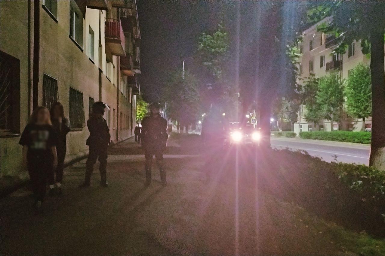 В Бобруйске милиция жестко разогнала гуляющих людей: видео