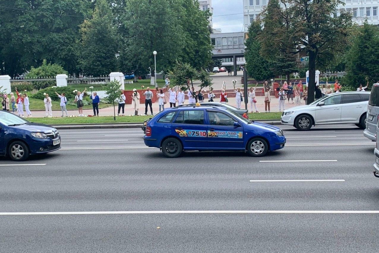 Тысяча женщин вышла на акцию против насилия в Минске