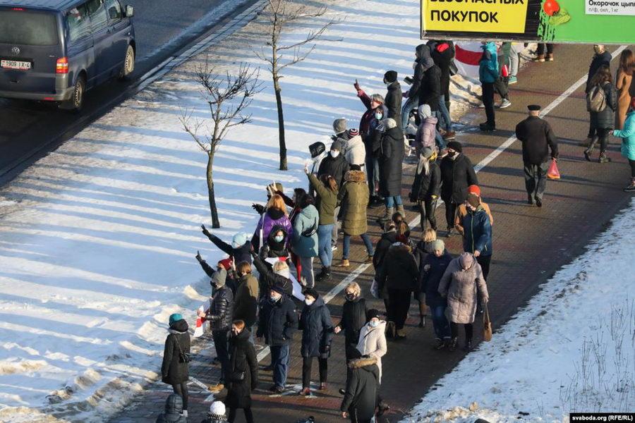 Цепь солидарности на Каменной Горке разгоняли с оружием