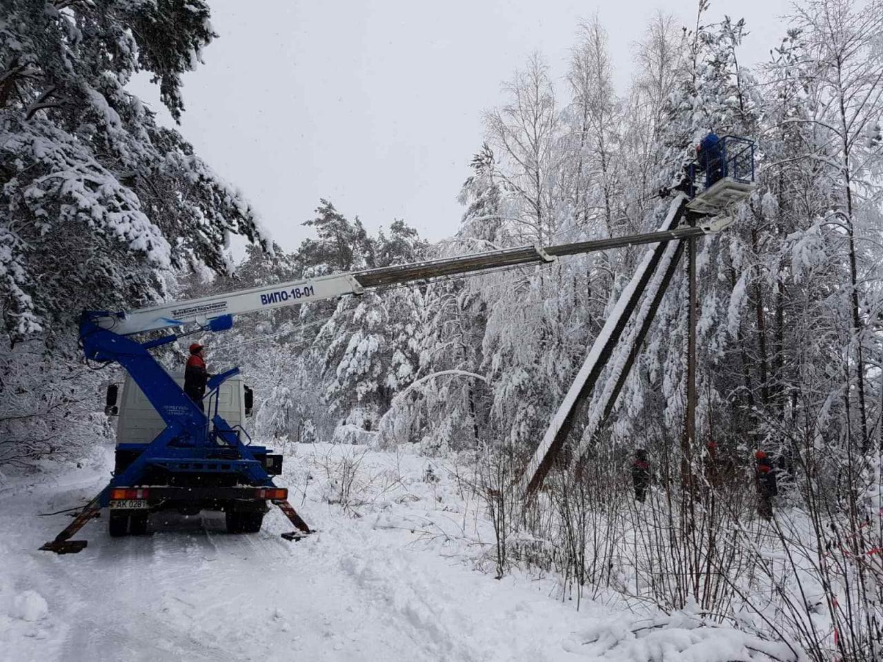 Энергетики восстанавливают электроснабжение 284 населенных пунктов