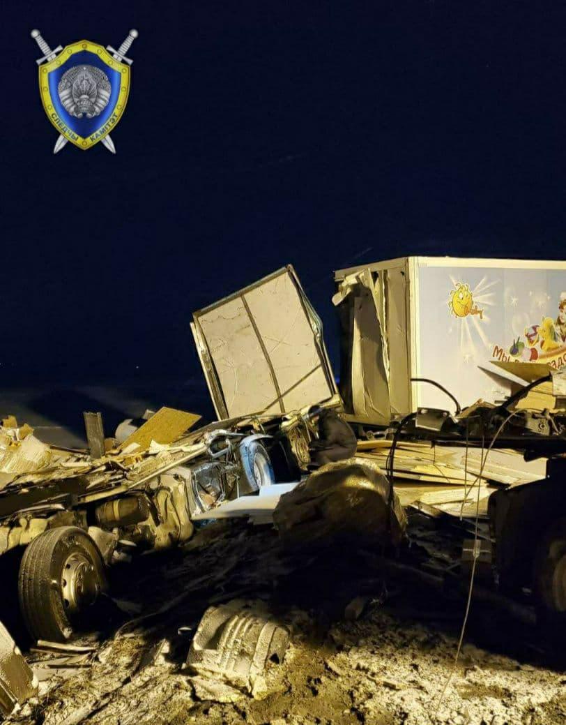 Два водителя погибли в лобовом столкновении фур под Крупками