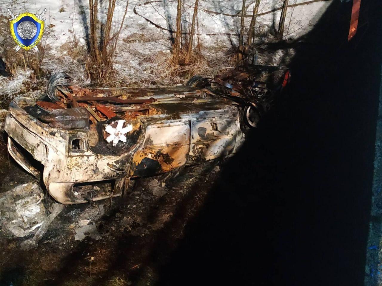 В Докшицком районе автомобиль упал с моста и загорелся.