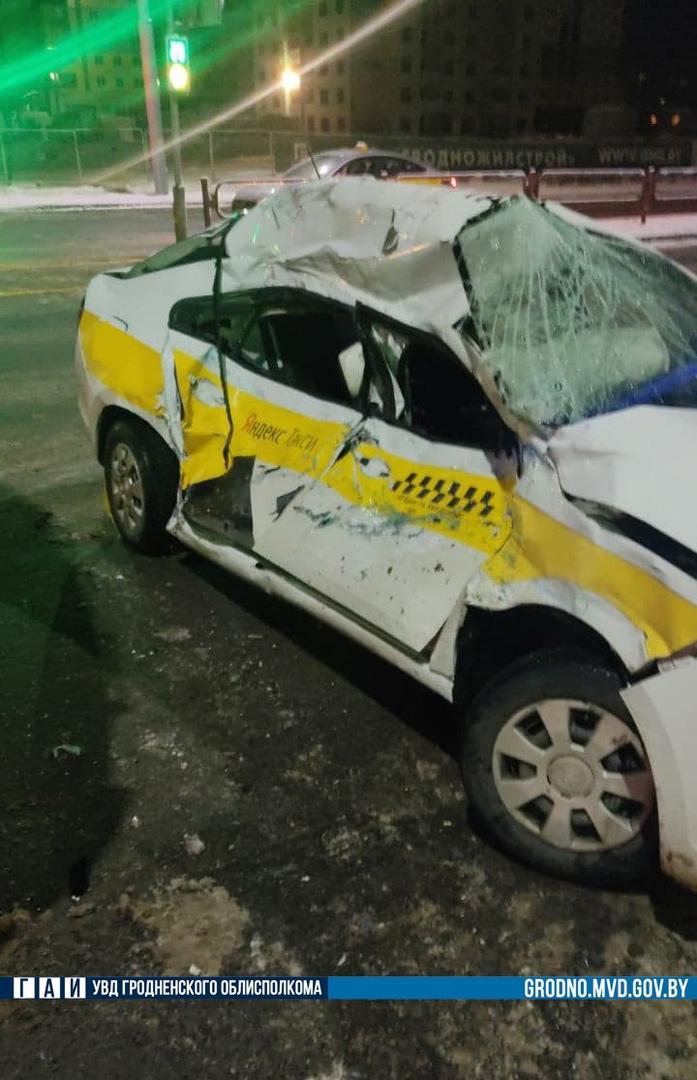 Такси и пожарная машина столкнулись в Гродно