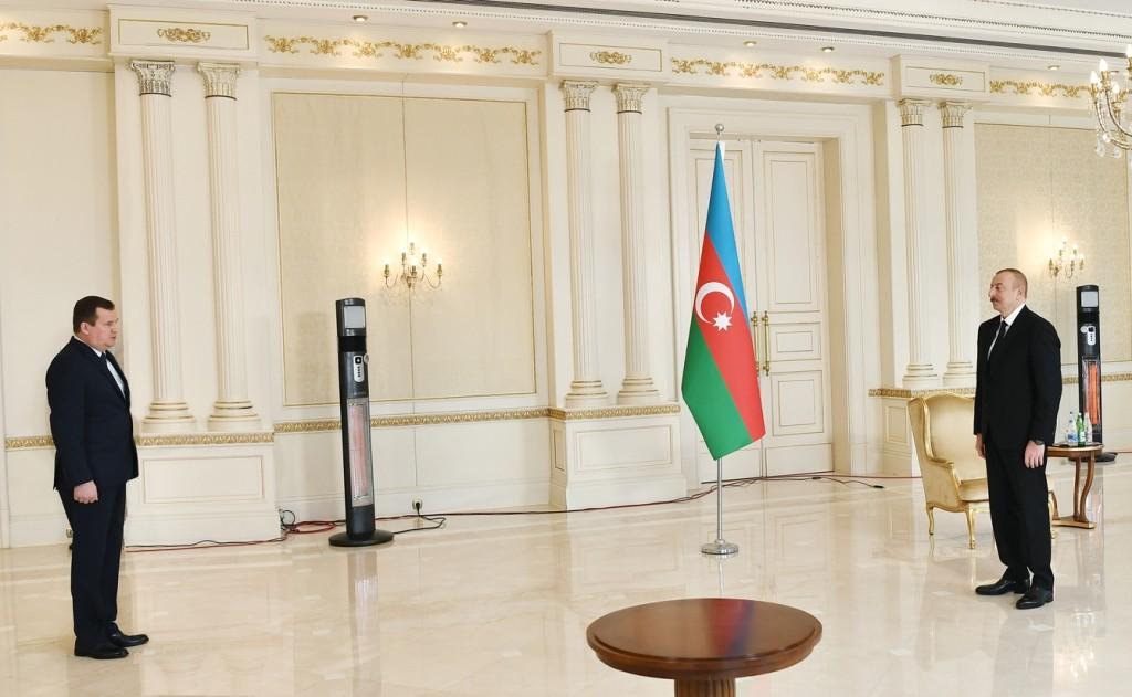 Равков вручил верительные грамоты президенту Азербайджана