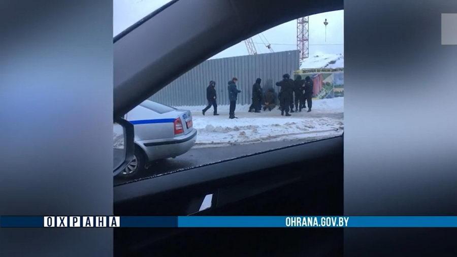 В МВД прокомментировали вчерашние фото со стоящими на коленях у дороги задержанными