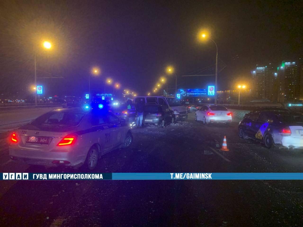 Три автомобиля столкнулись на проспекте Независимости в Минске