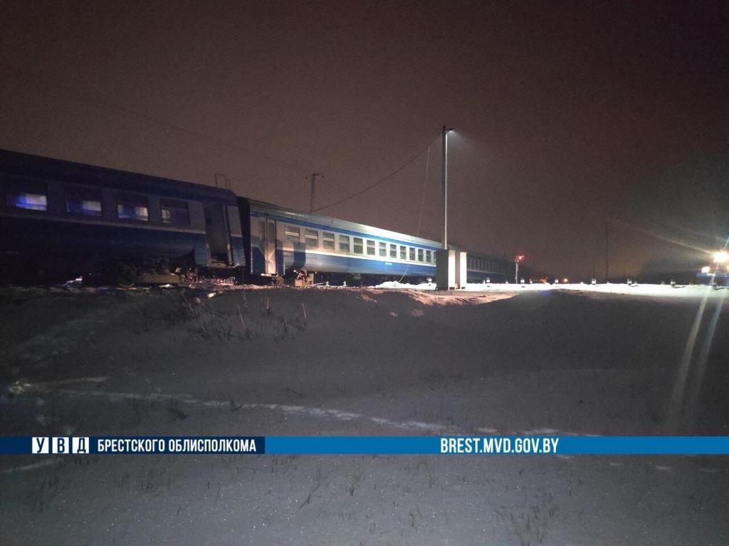 Фура столкнулась с поездом под Брестом