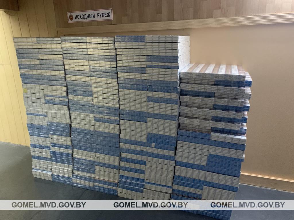 В Гомеле в грузовом поезде нашли 29 тысяч пачек сигарет
